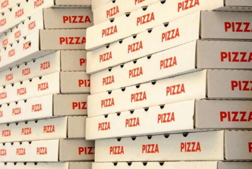 La prise de commandes chez Pizza Volant : De la pizza chez vous, mais à quel prix?