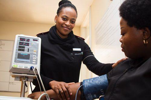 L'intégration des infirmières auxiliaires dans les équipes de soins à domicile au CSSS Le Beauchemin : les défis de l'implantation