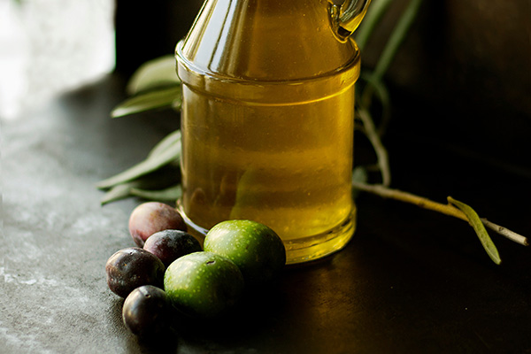 Claudia M. Pharand et Olive & Olives